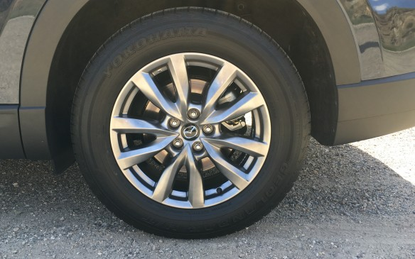 <p>All trim levels are fitted with alloy wheels, with 18-inch rims and 255/60R18 tires on the GS and GS-L models, while the GT and Signature models are fitted with brightly finished 20-inch rims and 255/50R20 tires. All models get a temporary spare tire.   </p>