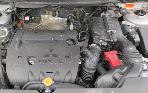 2013 Mitsubishi RVR - engine bay
