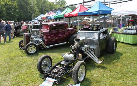 """<p>The one-day event held in Rigaud, QC sports five live bands, food and drink, plenty of concessions and inflatable games. Entries are $10 each, and cars, trucks and motorcycles are restricted to those older than 1980.</p> <p><a href=""""https://www.facebook.com/pages/Hot-Rod-and-Kustom-Rumble/152388828104863?sk=timeline"""">https://www.facebook.com/pages/Hot-Rod-and-Kustom-Rumble/152388828104863?sk=timeline</a></p>"""