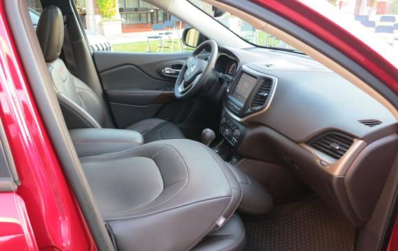 2014 Jeep Cherokee - front seats, passenger folded