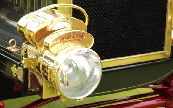 <p><strong>KEROSENE & ACETYLENE</strong> - More than a century ago, if cars had headlights at all they were probably kerosene lamps with wicks or, on more refined models, pressurized acetylene gas lamps. In many cases they were more decorative than functional. Driving at night would have been a low-speed undertaking for the illumination from those lamps was definitely limited.</p>
