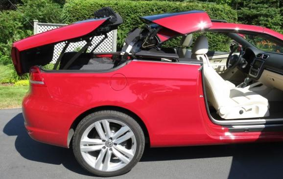 2013 Volkswagen Eos - folding top in action