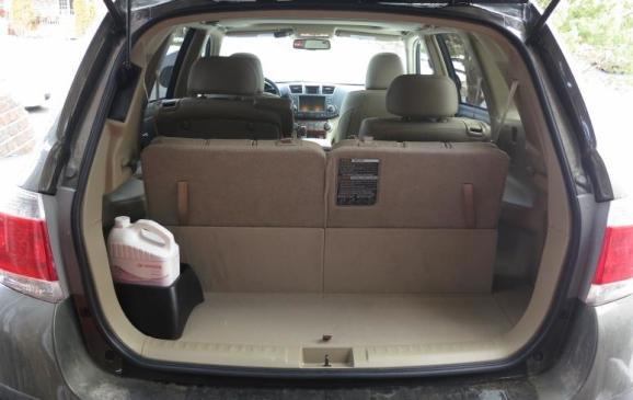 2013 Toyota Highlander - cargo area