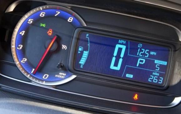 2013 Chevrolet Trax - instrument panel detail