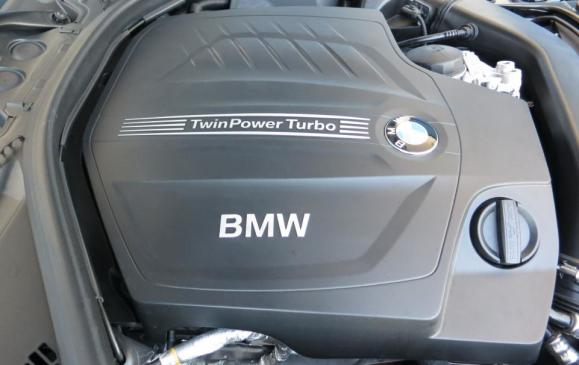 2014 BMW 435i Coupe - engine cover