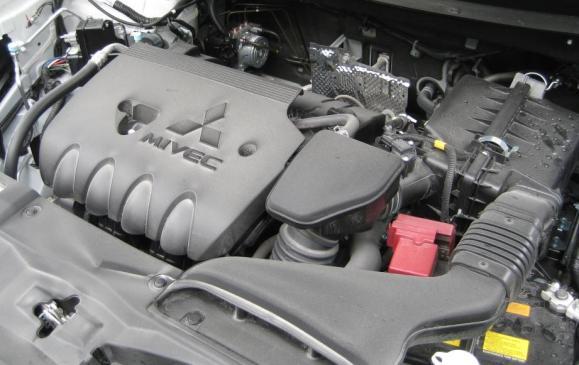 2014 Mitsubishi Outlander - 2.4-litre 4-cylinder engine