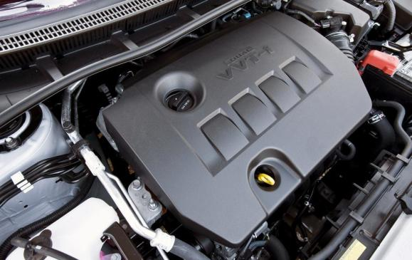 2013 Toyota Corolla - engine compartment