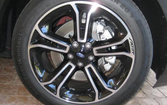 2013 Ford Explorer Sport - detail wheel and brake