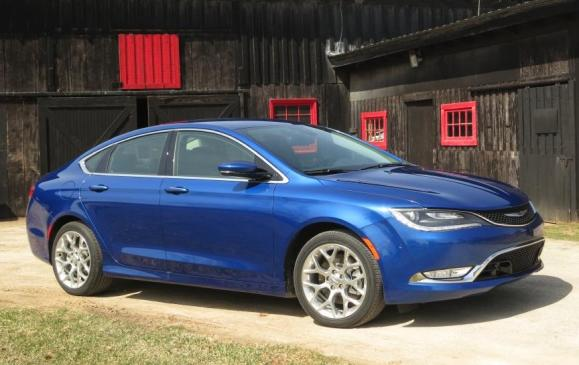 2015 Chrysler 200 - front 3/4 low