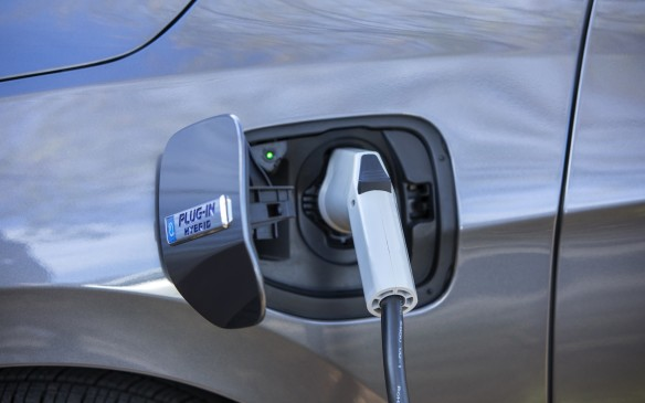 The Clarity PHEV is said to be capable of up to 76 kilometres on pure electricity. Once that's depleted, it can go into full gasoline mode avoiding the stress of range anxiety. Among mainstream PHEV vehicles, the Clarity is second only to the Chevrolet Volt in terms of pure electric range, besting the Hyundai Ioniq Electric Plus, Toyota Prius Prime, as well as the Ford Fusion and C-Max Energi vehicles.
