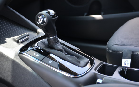 <p>A six-speed manual transmission is retained, but only in the base LX trim. The rest of the Forte sedans get an improved six-speed automatic transmission that uses an electronic multi-plate clutch. It is said to increases heat capacity and direct connection, making a direct impact to improve fuel economy.</p>