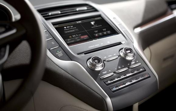 2015 Lincoln MKC - centre stack detail