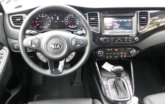 2014 Kia Rondo - steering wheel and instrument panel
