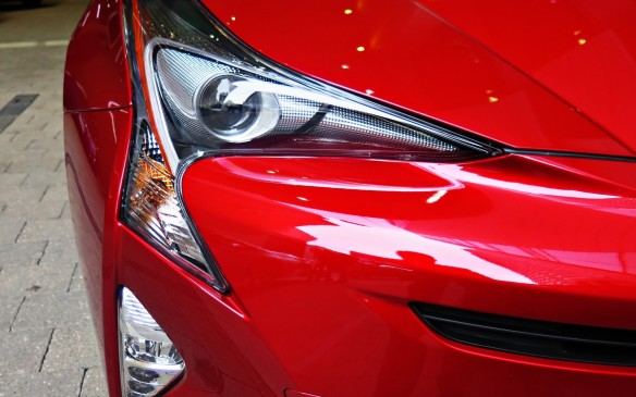 <p><strong></strong>The 2016 Prius certainly stands out. The front end differs with its boomerang-shaped LED headlamps and hood creases that begin at the Toyota logo in the grille and emanate rearward from there.</p>