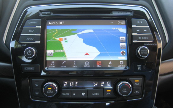 <p>An eight-inch colour screen, with navigation as a standard feature on all models, dominates the centre of the instrument panel. Its touch display, with swipe and pinch-to-zoom capabilities, will fit well with smartphone users. They'll also appreciate the pair of USB ports up front, as well as the conveniently located slot for storing a mobile phone. The system also features voice-recognition control for navigation and audio.</p>