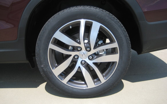 <p>The Touring edition gets 20-inch alloy wheels – a first for Honda – while the other trim levels feature 18-inch alloy rims.</p>