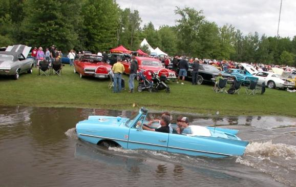 2013 Fleetwood Cruize-In - Amphicar in pond