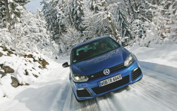 2012 Volkswagen Golf R - front view motion