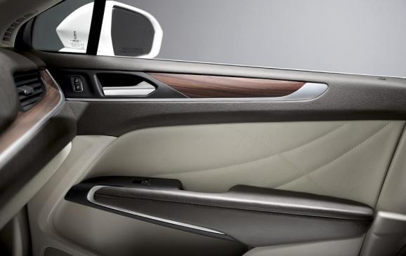 2015 Lincoln MKC - door panel detail