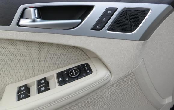 2015 Hyundai Genesis - driver's door detail