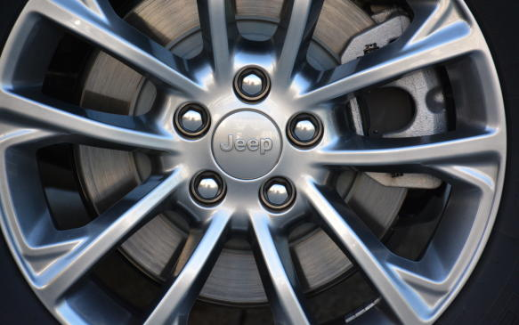 <p>The Cherokee provides choice of five new wheel designs that include a premium 19-inch wheel on the top-of-the-line Overland trim. An upgraded 17-inch aluminum wheel comes into play on the North trim.</p>