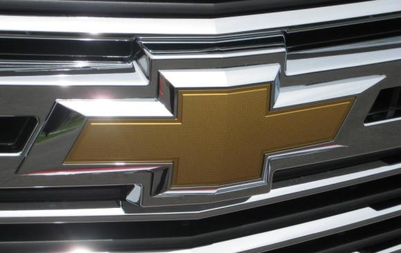 2015 Chevrolet Tahoe -Chev bowtie grille detail