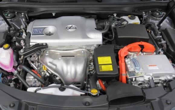2013 Lexus ES300h - engine