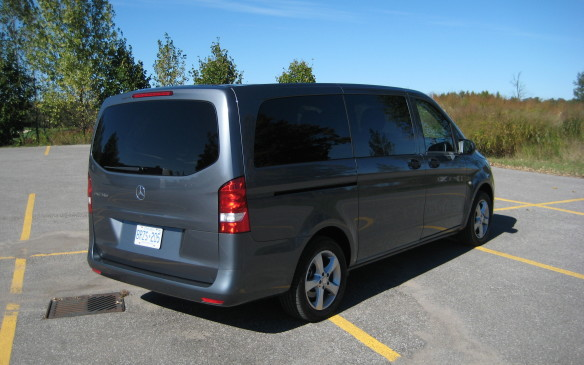 Read car review first drive 2016 mercedes benz metris for Mercedes benz mid size van
