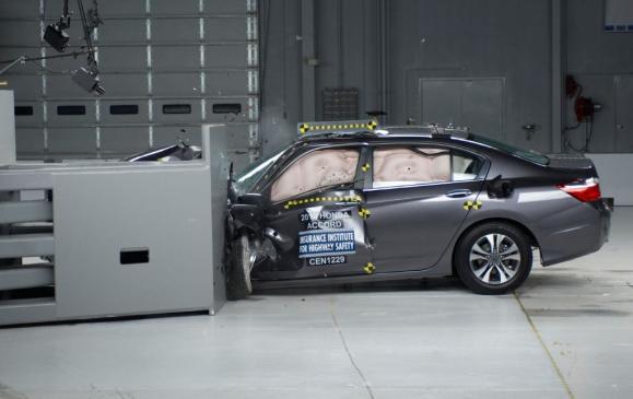 IIHS Small Overlap Crash Test - 2013 Honda Accord