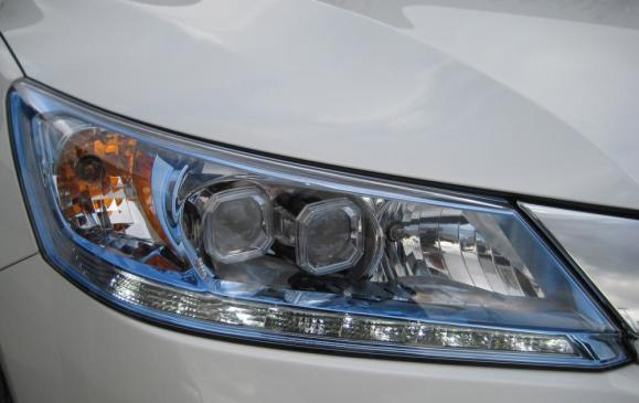 2014 Honda Accord Hybrid - headlamp detail
