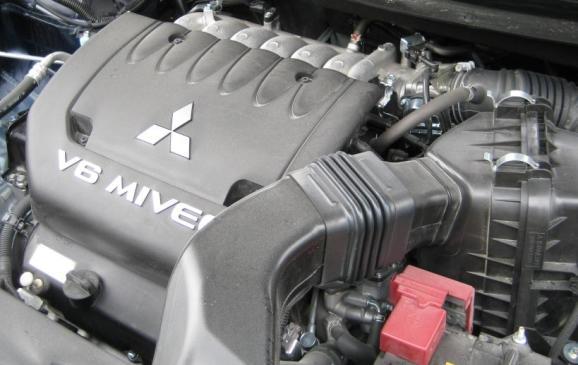 2014 Mitsubishi Outlander - 3.0-litre V6 engine