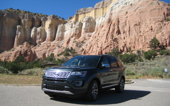 <p>2016 Ford Explorer Platinum</p>