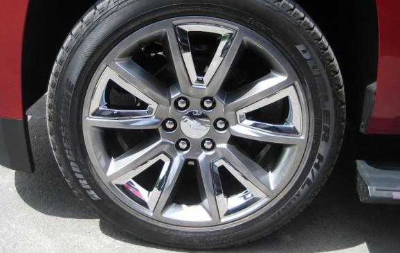 2015 Chevrolet Tahoe - 22-inch wheel