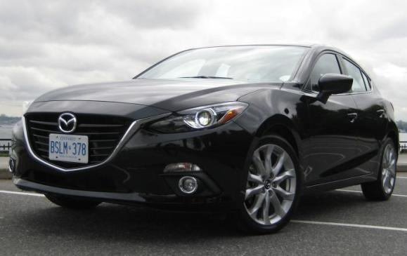 2014 Mazda3 - front 3/4 view low