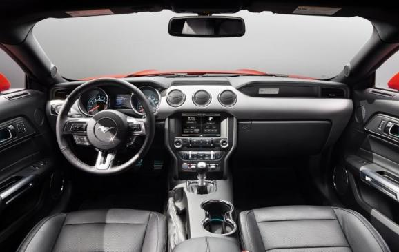 2015 Ford Mustang - steering wheel and instrument panel