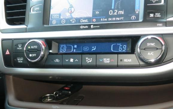 2014 Toyota Highlander - instrument panel detail
