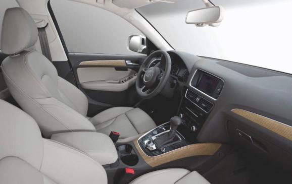 2012 Audi Q5 - front interior