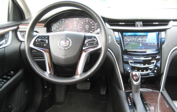 2013 Cadillac XTS - steering wheel and instrument panel