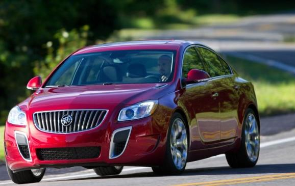 2012 Buick Regal - front 3/4 view motion