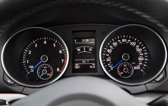 2012 Volkswagen Golf R - gauge cluster