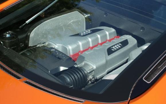 2012 Audi R8 GT - engine