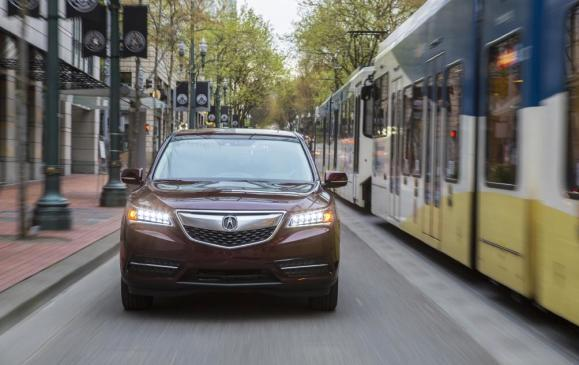 2014 Acura MDX - front view streetscape