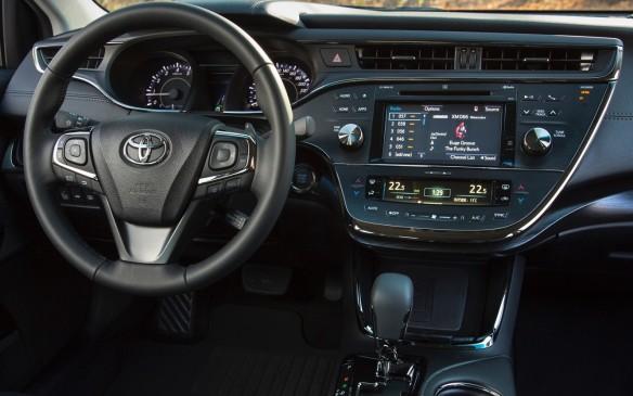 <p>2016 Toyota Avalon instrument panel</p>
