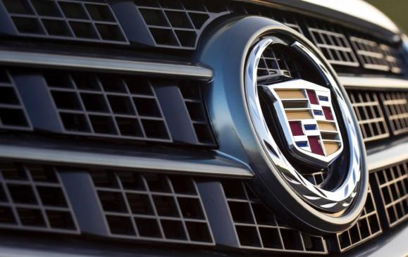 2013 Cadillac ATS - detail grille badge