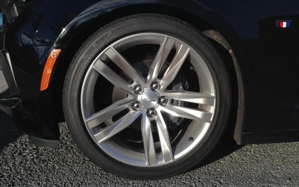 <p>2016 Chevrolet Camaro 1LT wheel</p>