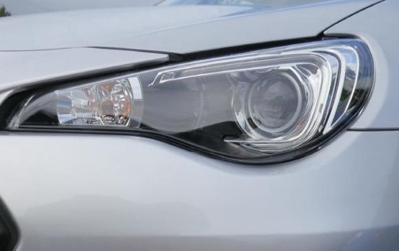 2013 Subaru BR-Z - lights