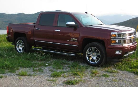 2014 Chevrolet Silverado - High Country model front 3/4 view