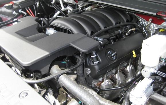 2015 Chevrolet Tahoe - 5.3-litre V8 engine