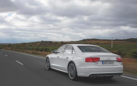 2013 Audi S8 - rear 3/4 view motion