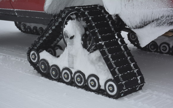 <p>The main feature of the prototype clearly is its heavy duty snow tracks that take an hour to either assemble or disassemble. The snow tracks measure 76 cm (30 in) in height, and 122 cm (48 in) in length and have an individual track width of 38 cm (15 in).</p>